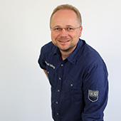 Dr. Adrian Ermel/Porträtfoto unter der Rubrik dozenten und coaches