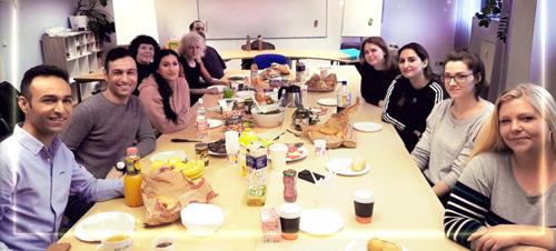 Gruppe Fortbildung öffentliche Verwaltung beim gemeinsamen Osterfrühstück